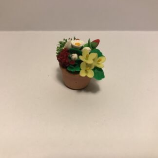 Blandede blomster i keramik urtepotte