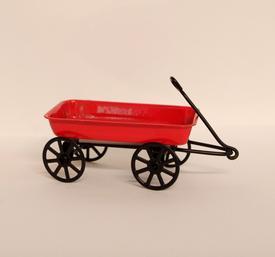 Rød trækvogn i metal