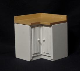 Hvid køkken hjørneskab med natur bordplade