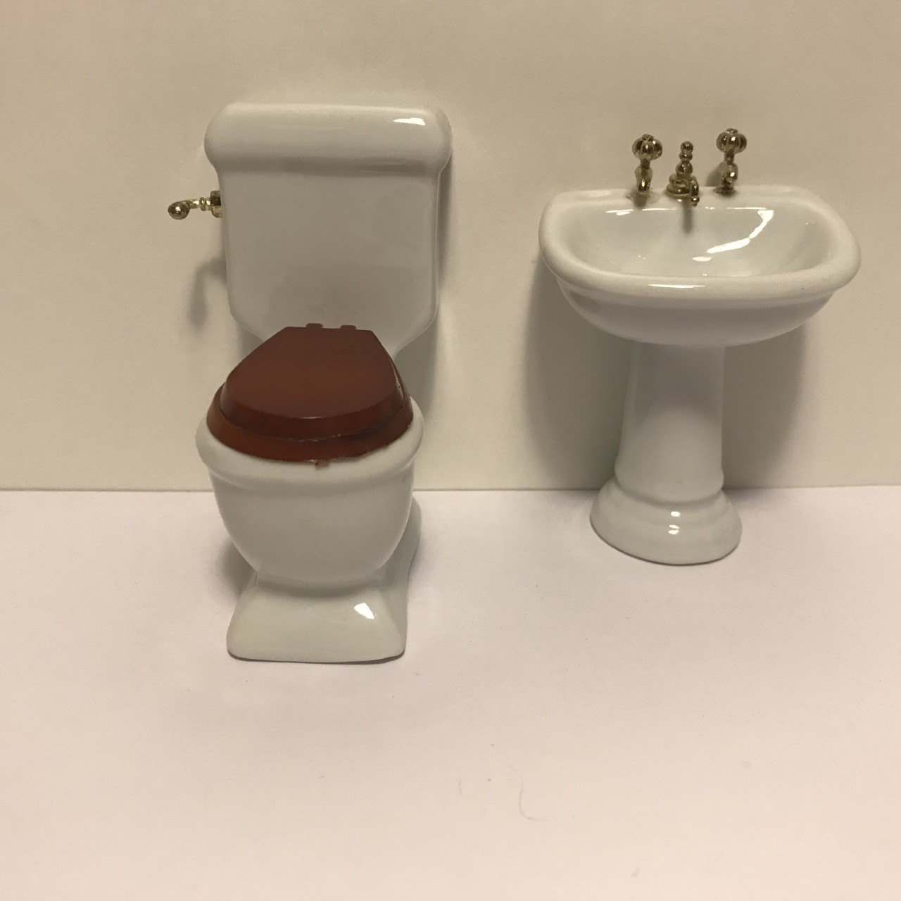 Picture of: Porcelaens Badevaerelsesmobler I 2 Dele Til Dukkehuse Mm