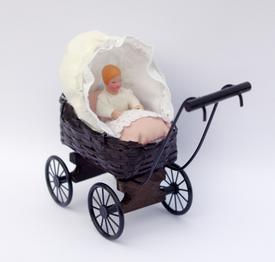 Barnevogn med baby dukke