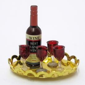 Flaske og 4 vinglas på guldbakke