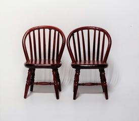 stole i mahogni med tremmeryg